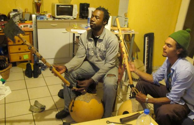 video: playing dosso n'goni with Zaky Diarra in Toulouse 2010